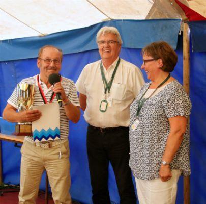 Karhun kannun sai tänä vuonna pitkäaikainen senioritanssikouluttaja Pentti Nimell Köpingistä.